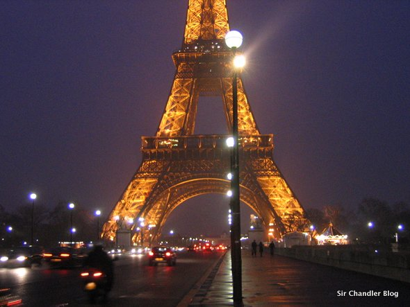 eiffel-noche-paris