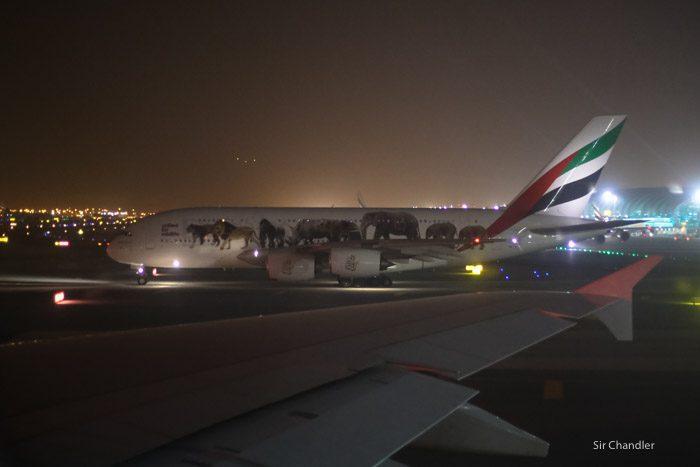 16-emirates-airbus-380-9475