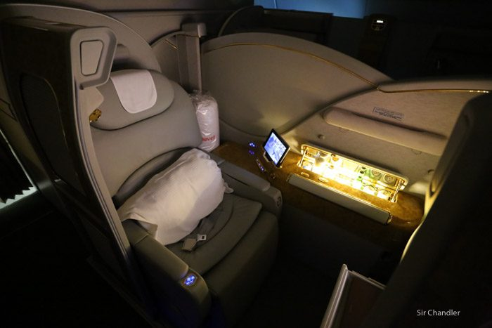 24-emirates-airbus-380-9504