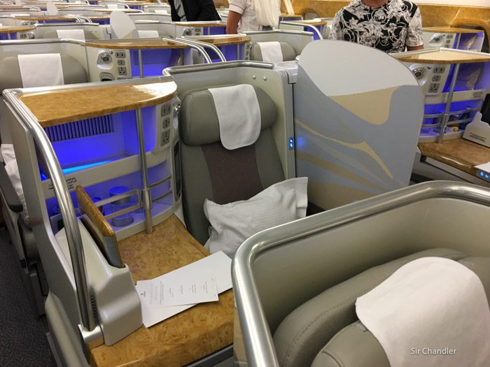7-business-emirates-airbus-380-3975