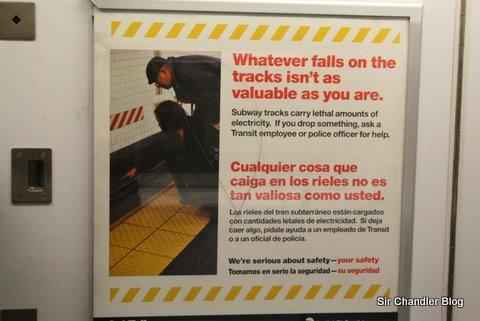 Un par de carteles del Metro de Nueva York