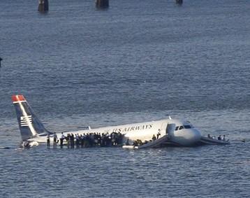 Sacando un Airbus 320 del fondo del rio Hudson
