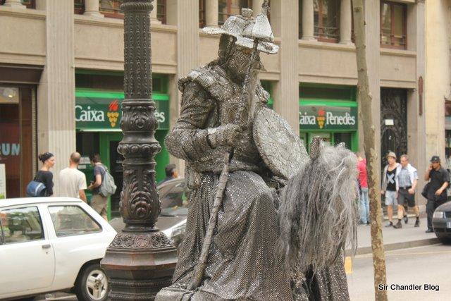 Los responsables de las estatuas humanas… ¿son los catalanes?