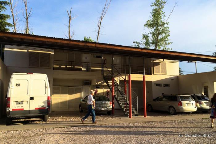 motel-aca-santa-rosa-estacionamiento