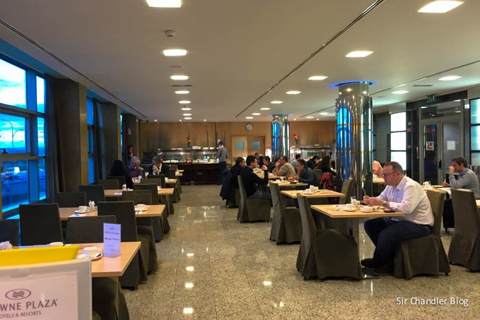 crowne-madrid-desayunador