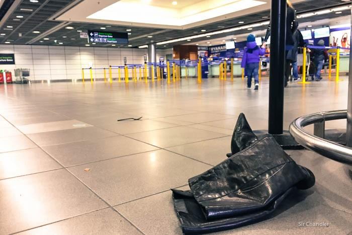 botas-olvidadas-aeropuerto