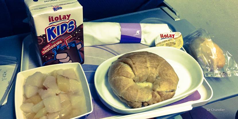 ¿Cómo pedir comida infantil en un vuelo?