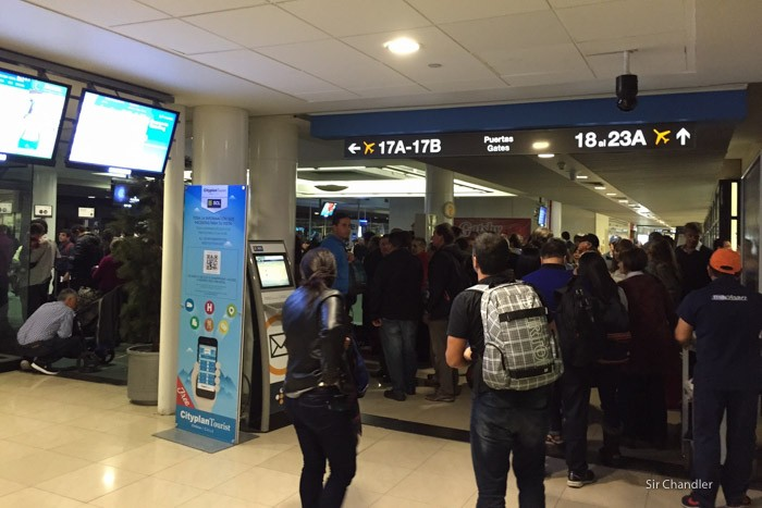 14-fila-aeropuerto-santiago