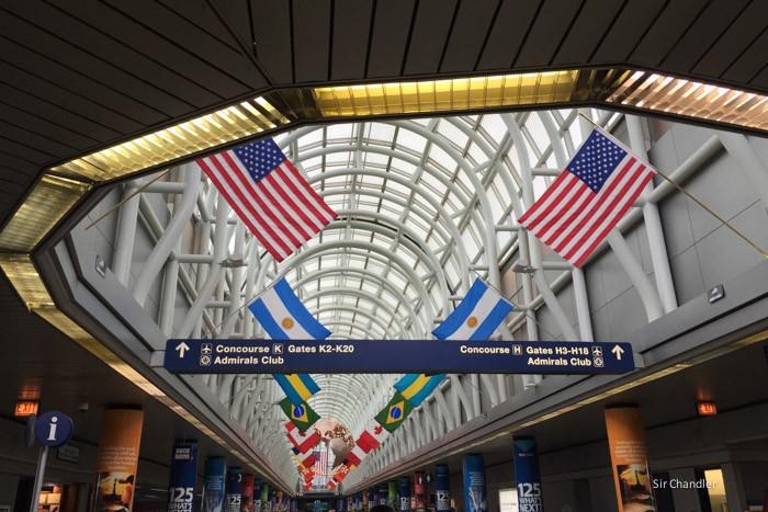 7-chicago-airport-banderas