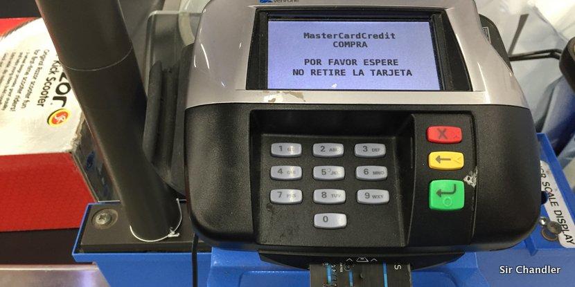 Usar la conversión de moneda en el exterior con la tarjeta puede ser útil en estos días