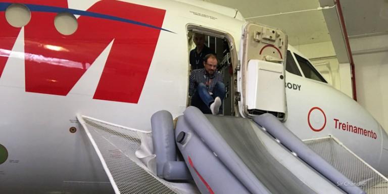 Evacuando un avión de TAM
