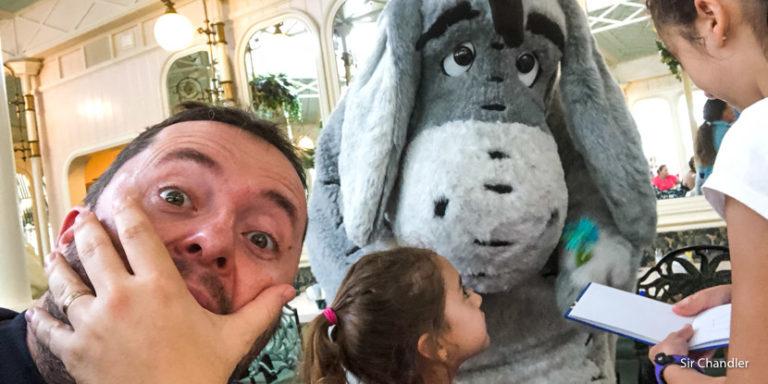 Un brunch en Magic Kingdom con personajes de Disney