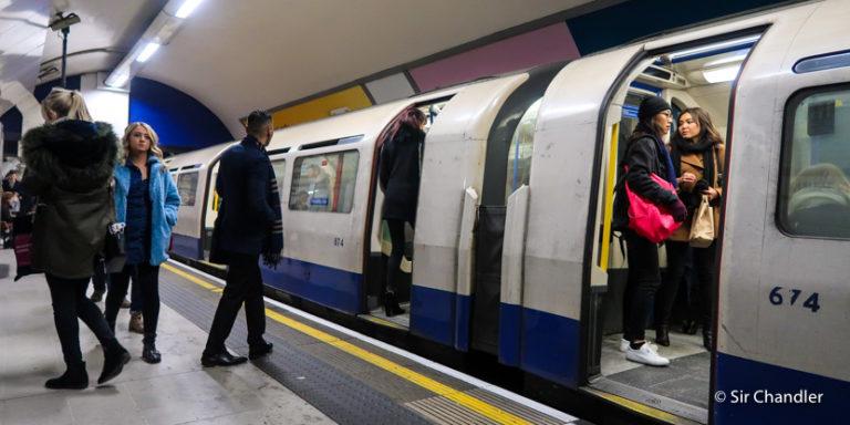 ¿Cómo usar las tarjetas de crédito argentinas con contactless en el metro de Londres?