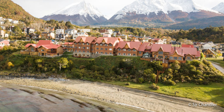 El hotel Los Cauquenes en Ushuaia sobre el Beagle