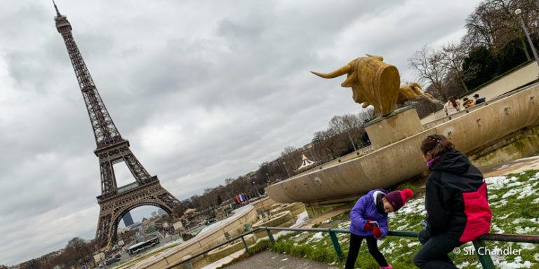 Subir a la torre Eiffel (la fija de París)