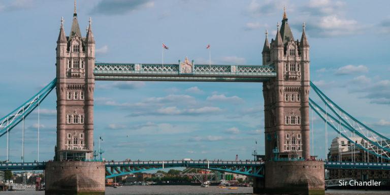 El cambio de dinero en Londres vs el retiro de libras con la tarjeta de crédito