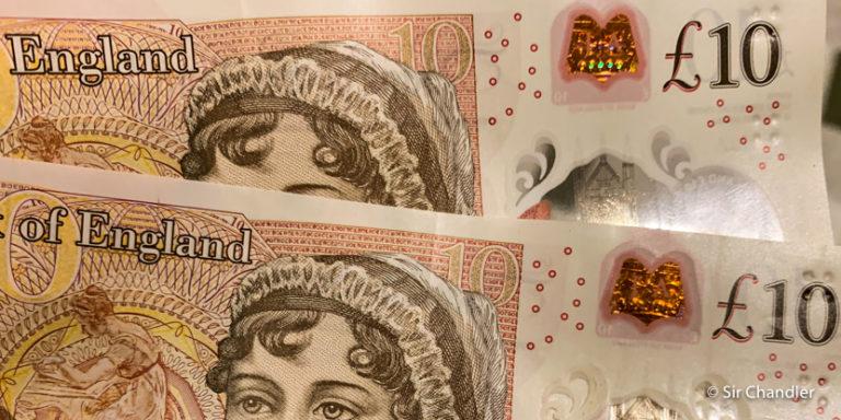 La entrada de migraciones en Londres y el retiro de dinero en el cajero