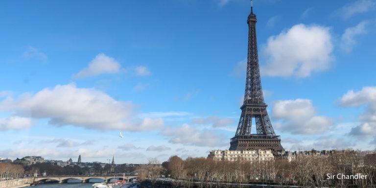 Re abrió la torre Eiffel pero solo se puede subir por las escaleras