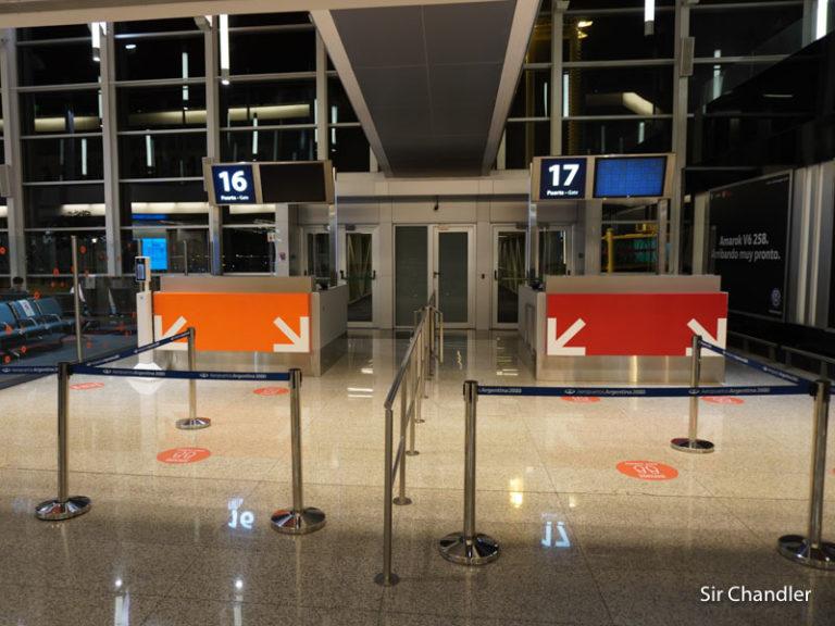 Recorrida por Ezeiza mostrando los protocolos para incrementar los vuelos