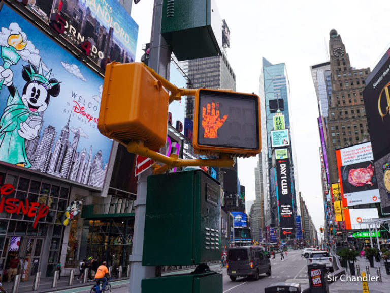 New York pide ahora cuarentena a los viajeros internacionales