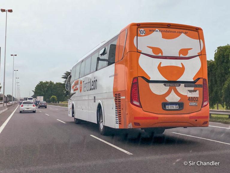 Tienda León retoma el servicio de buses entre Ezeiza y el centro de Buenos Aires