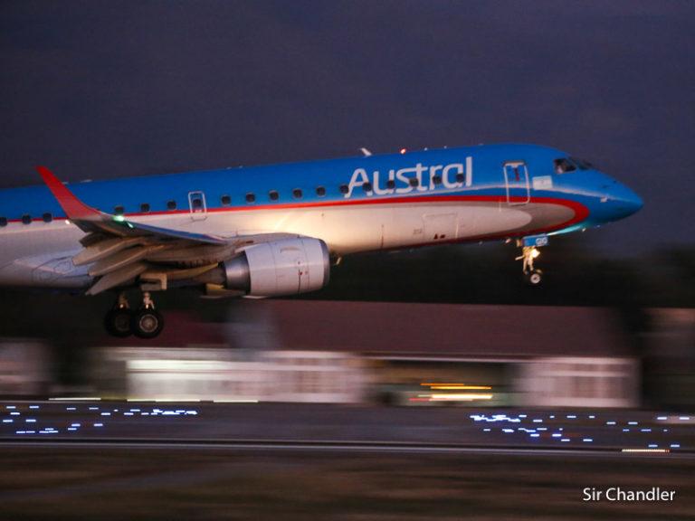 Aerolíneas Argentinas solo muda a Aeroparque los Embraer 190 en la primera semana