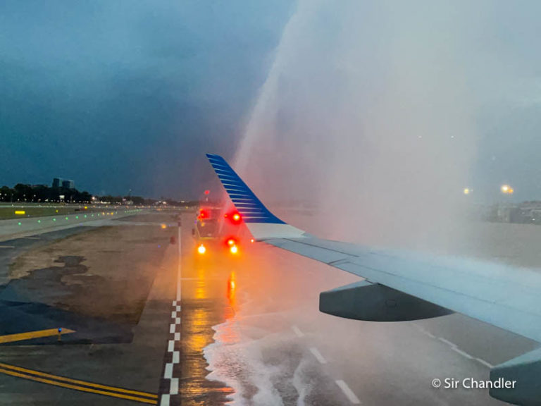 El primer vuelo que aterrizó en Aeroparque – la crónica