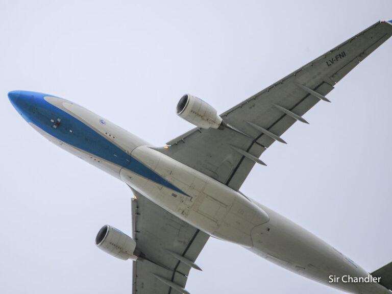 Aerolíneas Argentinas vuelve a mover los vuelos regionales y largos de acá a fin de año